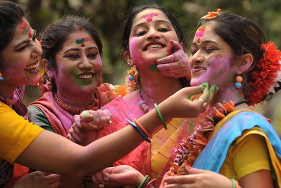 Top 10 Happy Holi 2019 Pictures in India