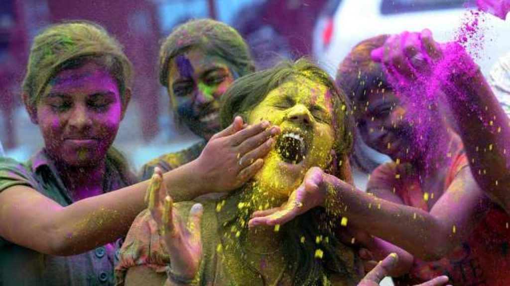Holi Pictures 2019