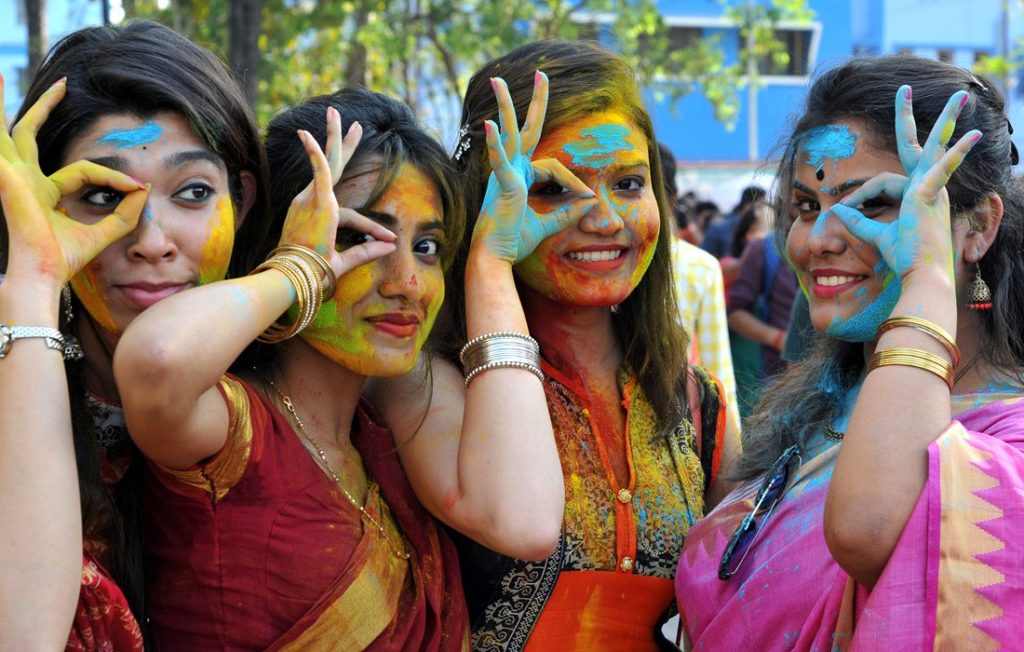 Indian students celebrate Holi